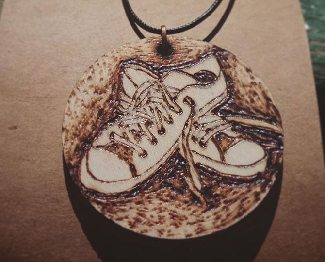 Колие Sneakers