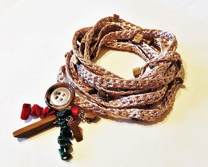 Плетена гривна с висулка